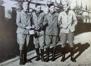 Gianni Agnelli con i suoi commilitoni.