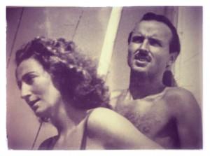 Urbano Rattazzi con la moglie Susanna Agnelli in barca a vela, a Forte dei Marmi.