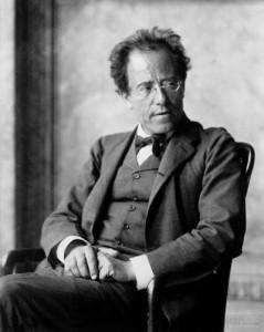 Gustav Mahler fotografato nel 1907, al termine della sua esperienza viennese, quando era Direttore  alla Vienna Hofoper.