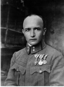 """Robert Musil (Klagenfurt, 6 novembre 1880 – Ginevra, 15 aprile 1942), in una fotografia giovanile, quand'era """"Cavaliere"""" della Duplice Monarchia degli Asburgo. La sua opera principale è il romanzo """"Der Mann ohne Eigenschaften""""."""