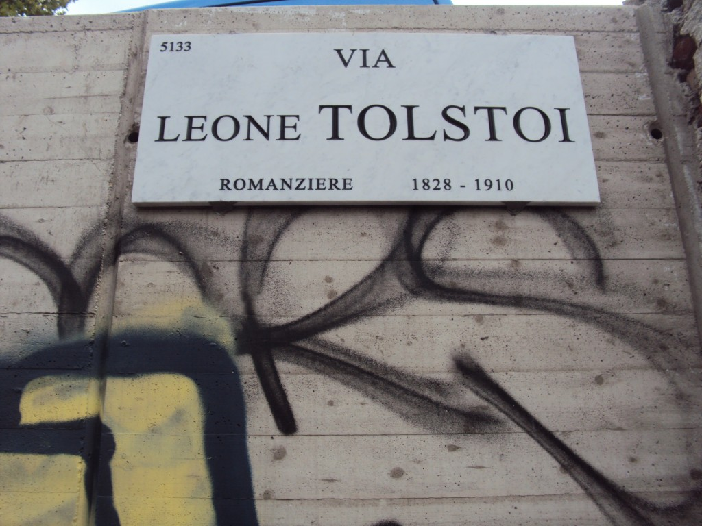 """Via """"Leone Tolstoi"""" a Milano."""