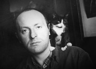 Iosif Aleksandrovič Brodskij (1940-1996) con gatto.