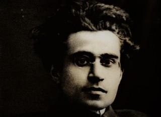 Antonio Gramsci in una celebre foto degli anni Venti del Novecento.