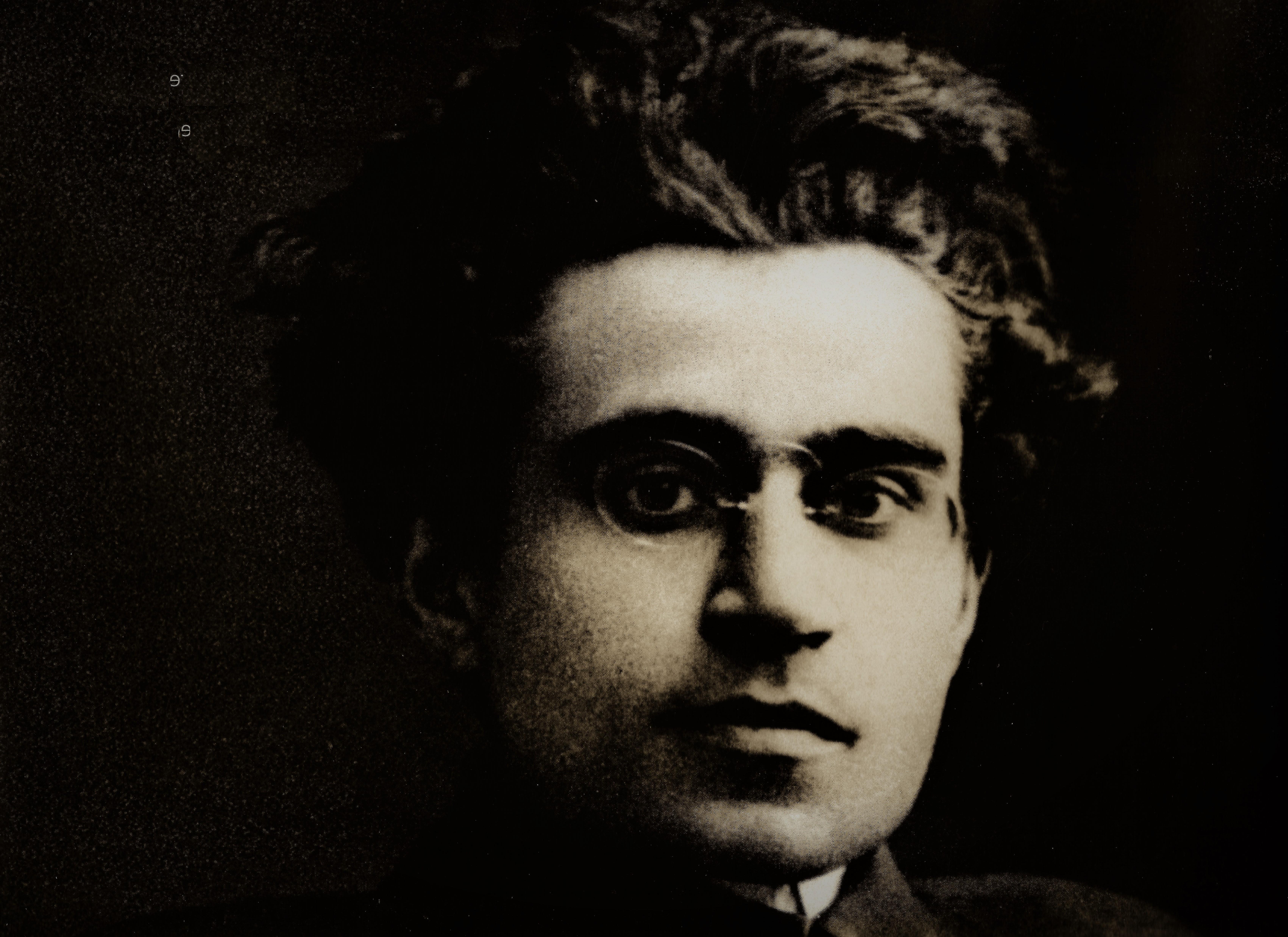 antonio gramsci Antonio gramsci [gramši] (23 ledna 1891, ales – 27 dubna 1937, řím) byl italský politik, publicista a marxistický filosof jako zakládající člen a vedle amadea bordigy, kterého vystřídal ve vedení, nejvýraznější osobnost komunistické strany itálie 20 let 20století, byl dlouhodobě vězněn mussoliniho fašistickým.