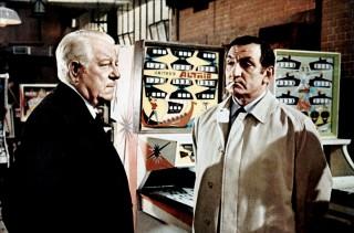 """Jean Gabin con il cinquantenne Lino Ventura nel film di Henri Verneuil, """"Il clan dei siciliani"""" (1969)."""