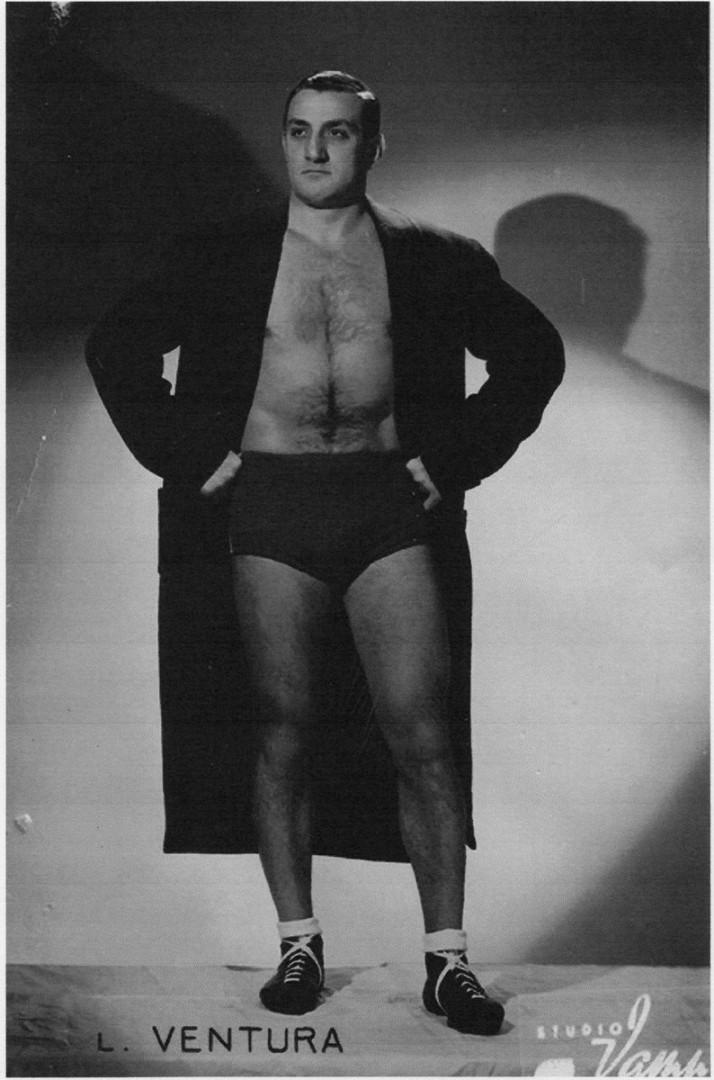 Lino Ventura in tenuta da lottatore nei primi anni Cinquanta.