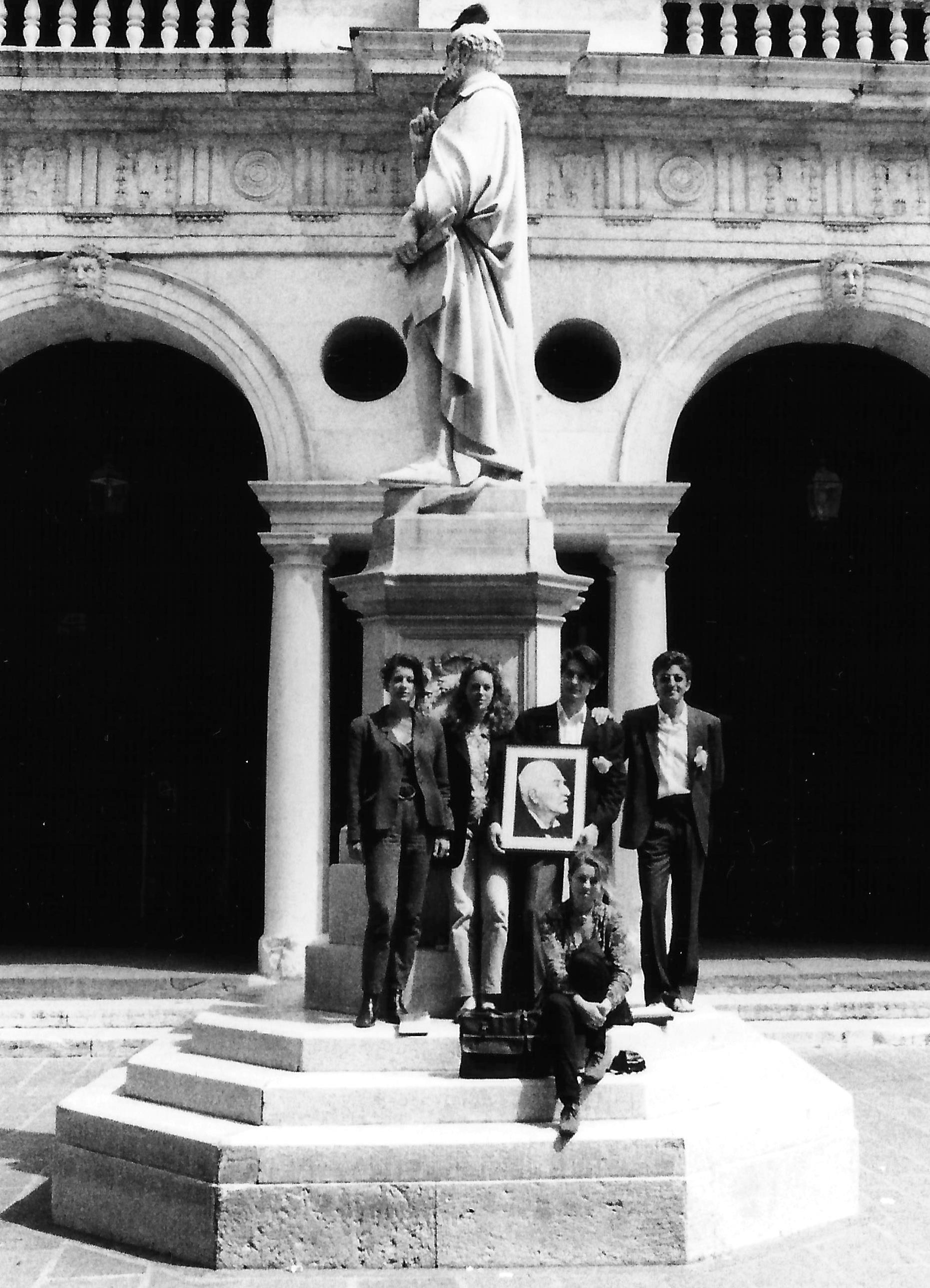 In viaggio con Carl Jacob Christoph Burckhardt! Con un ritratto dello storico a Vicenza nel 1993: Nina Huygen, Machteld Voss, Marieke Oudejans, Davide Tardivo e Roberto Coaloa.
