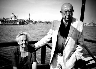 Clara Strada Janovic e Vittorio Strada a Venezia. Nel 2017, dopo 59 anni di matrimonio.