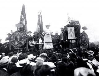Rosa Luxemburg parla alla Conferenza femminile dell'Internazionale socialista, Stoccarda, 1907