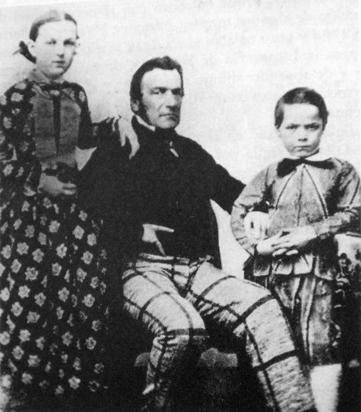 Il protagonista dei moti del 1821, Charles Henri Pellegrini, tra i figli Julia e Carlos, che diventerà presidente dell'Argentina